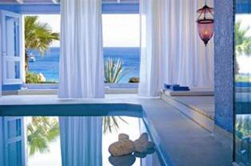 Private indoor pool suites  Holiday let Bungalow to rent in Psarou Beach, Mykonos, Greece ...