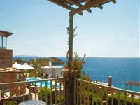 Amazing views being just 50 meters from the sea and 200 meters from an organized beach..