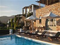 Gorgeous little resort with amazing views just 50 m from the sea and 200 m from an organized beach