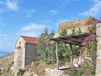 Home with terraces and views of the sea a few metres from the castle